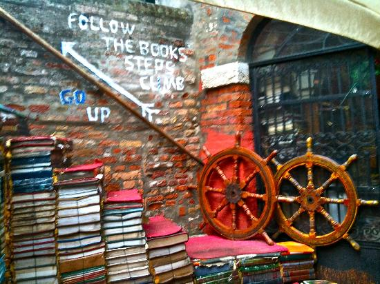 libreria-acqua-alta2